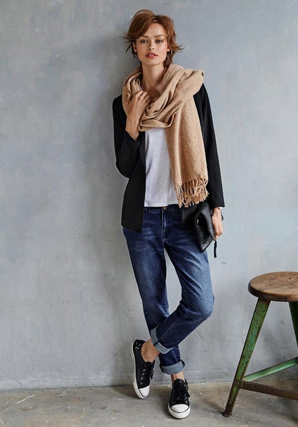 Boyfriend Jeans Travel Outfit Ideas