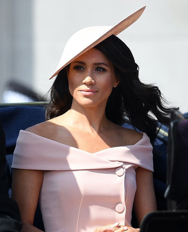 Meghan Markle off Shoulder Outfits