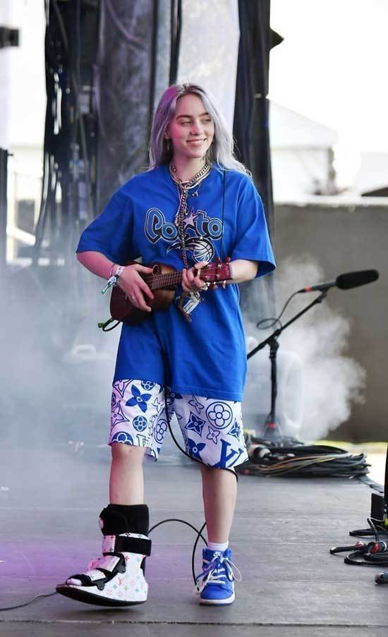 Billie Eilish Outfits-24