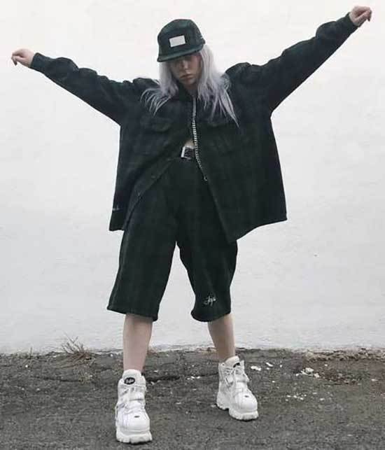 Billie Eilish Outfits-26