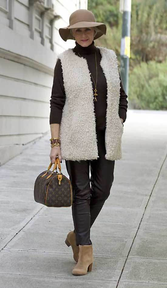 Winter Outfits for Women Over 50-33