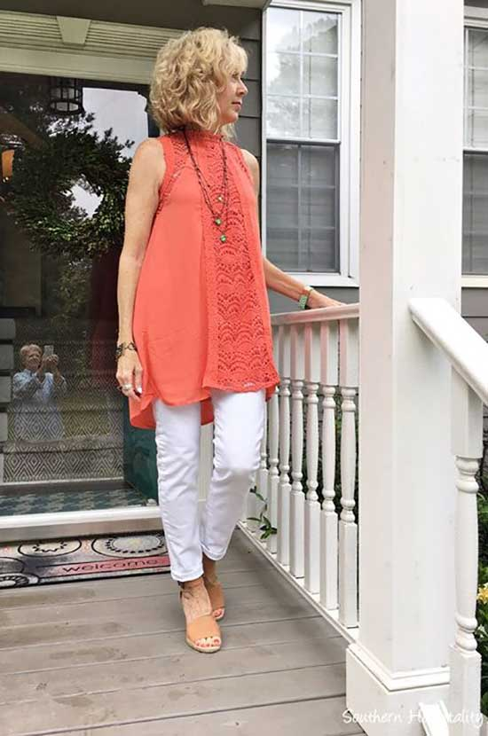 Fashionable Spring Outfits for Women Over 50