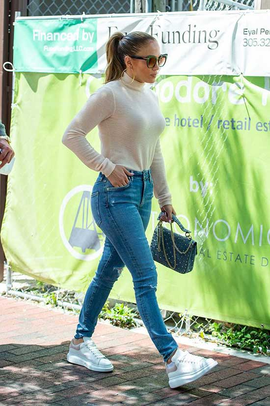 Jeniffer Lopez Casual Outfits-6