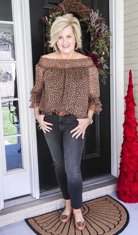 Summer Leopard Print Outfits for Women Over 50-11