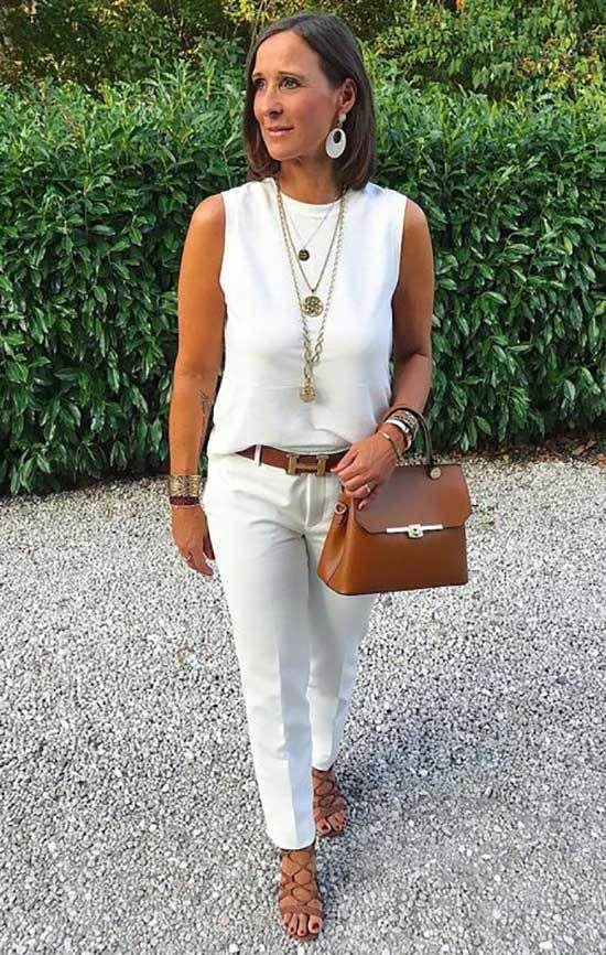 Summer Work Outfits for Women Over 50-14