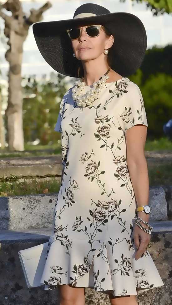 Summer Floral Dress Outfits for Women Over 50-15