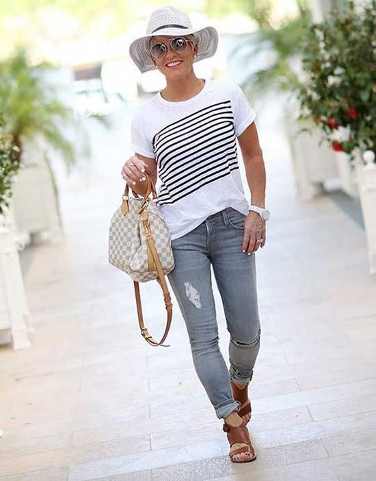 Chic Summer Outfits for Women Over 50-17