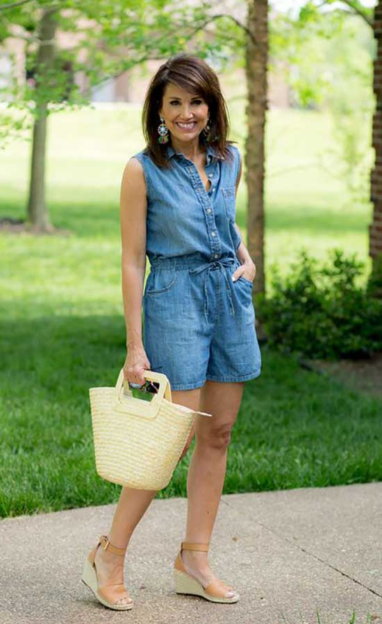 Summer Denim Outfits for Women Over 50-21